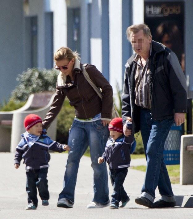 Aneta Zając z chłopcami i tatą /Foto IP