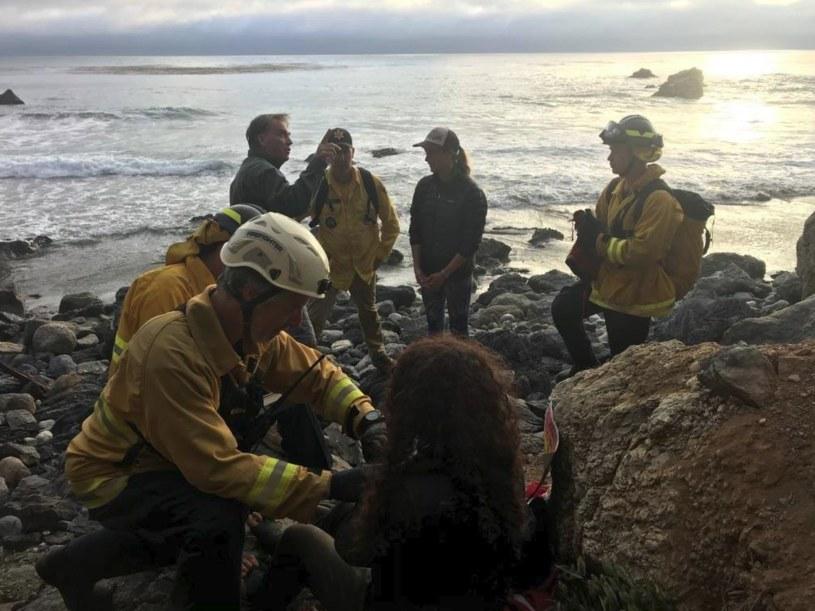 Angela Hernandez w otoczeniu ratowników /facebook.com