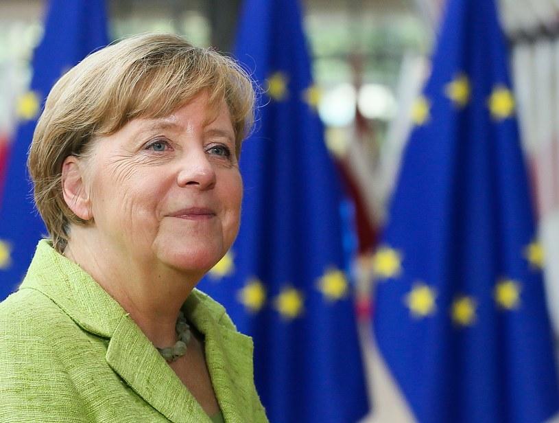 Angela Merkel cieszy się z udziału nowego prezydenta Francji we czwartkowo-piątkowym szczycie. /STEPHANIE LECOCQ  /AFP/PAP/EPA