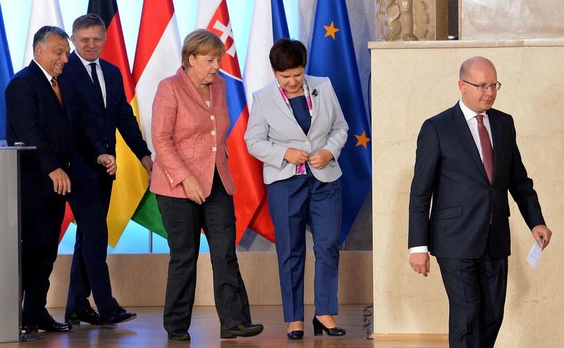 Angela Merkel i przywódcy państw Grupy Wyszehradzkiej, m.in. Beata Szydło /AFP
