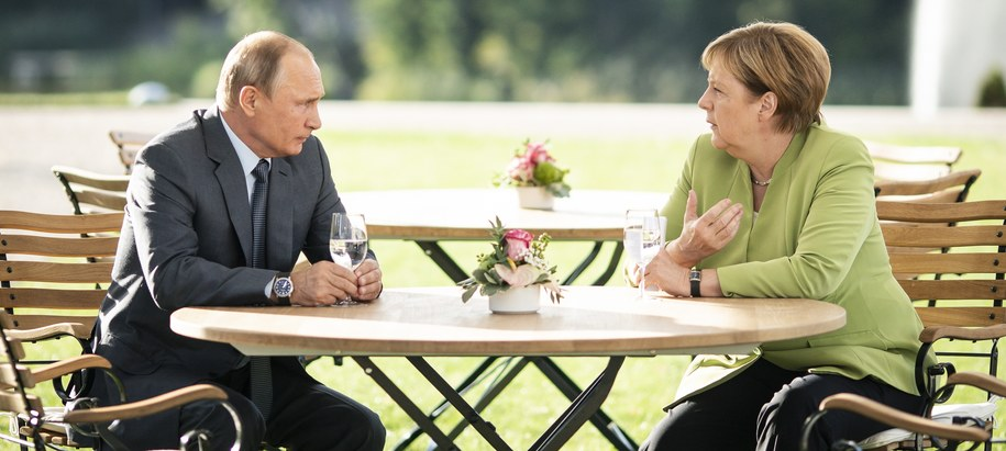 Angela Merkel i Władimir Putin /STEFFEN KUGLER / BUNDESREGIERUNG HANDOUT /PAP/EPA