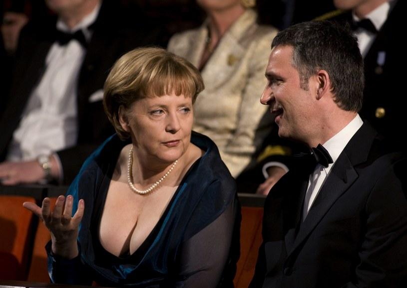 """Angela Merkel jako """"Bundeskanzlerin"""" popełniła błąd, ubierając tę suknię z głębokim dekoltem /Getty Images"""