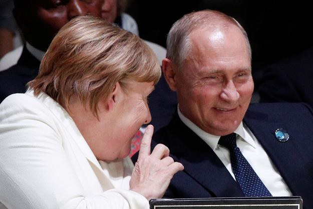 Angela Merkel (L) i Władimir Putin /AFP