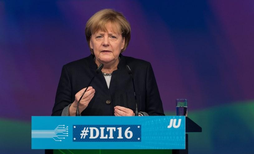 Angela Merkel na spotkaniu z młodzieżówką CDU /GUIDO KIRCHNER   /PAP/EPA