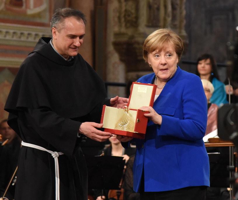 Angela Merkel odbiera Lampę Pokoju Świętego Franciszka /MATTEO CROCCHIONI /PAP/EPA