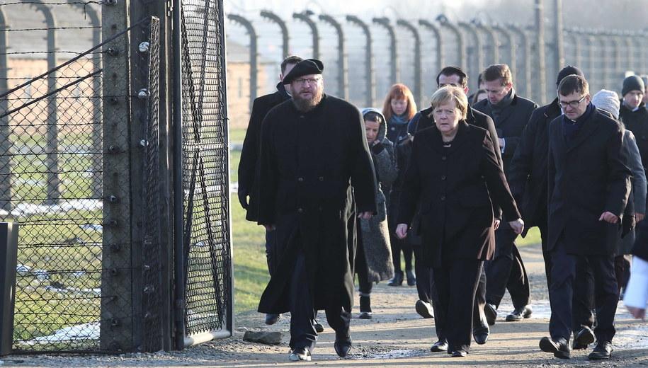 Angela Merkel w Auschwitz / Andrzej Grygiel    /PAP