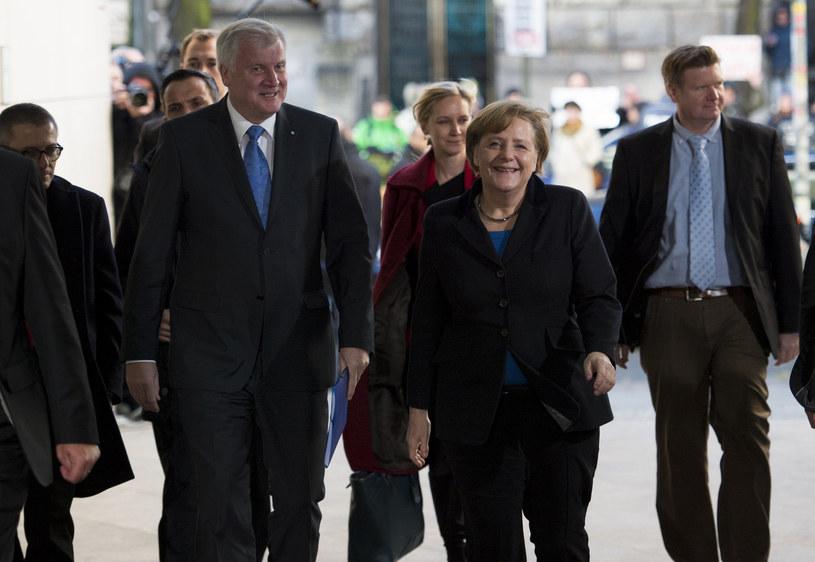 Angela Merkel w drodze do siedziby SPD /AFP