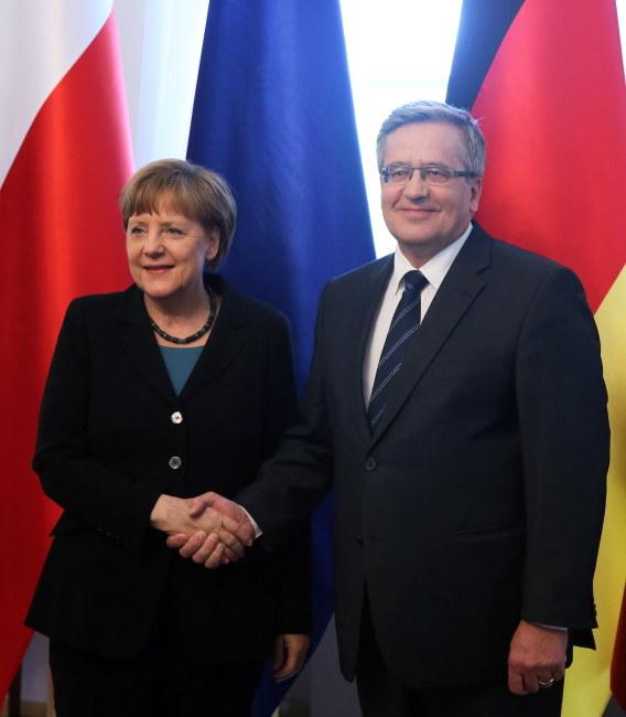 Angela Merkel w trakcie poniedziałkowego spotkania z Bronisławem Komorowskim. /Tomasz Gzell /PAP