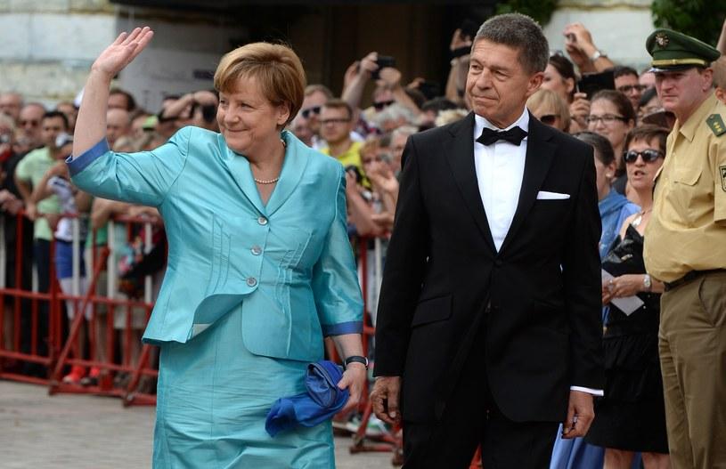 Angela Merkel z mężem podczas otwarcia Festiwalu Wagnerowskiego /CHRISTOF STACHE /AFP