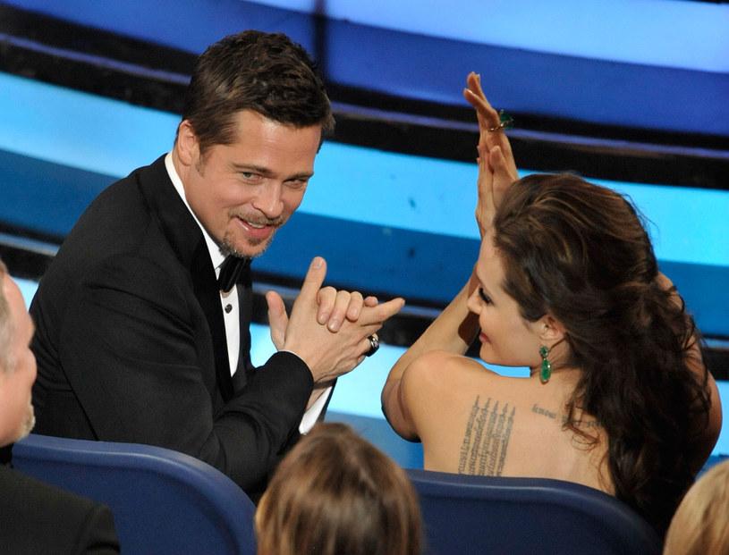 Angelina Jolie i Brad Pitt na rozdaniu Oscarów w 2009 roku /Kevin Winter /Getty Images