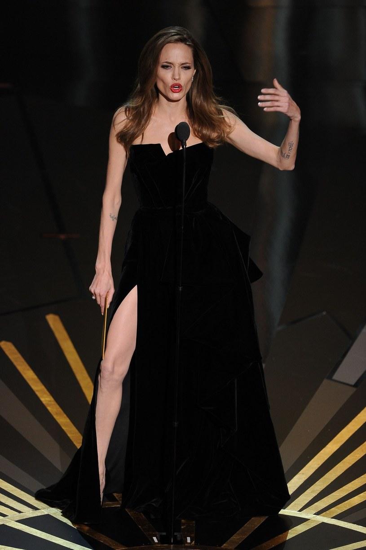 Angelina Jolie i jej słynna kreacja /ROBYN BECK /East News