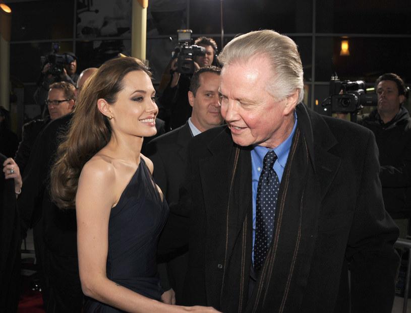 "Angelina Jolie i Jon Voight na premierze filmu ""Kraina miodu i krwi"" /Kevin Winter /Getty Images"