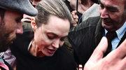 Angelina Jolie odwiedziła obóz dla uchodźców. Zagraniczne media zszokowane jej sylwetką!