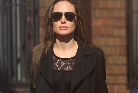 Angelina Jolie przysłuchiwała się procesowi w Hadze /Splashnews