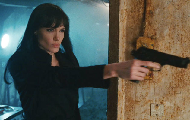 """Angelina Jolie w filmie """"Salt""""  /Splashnews"""