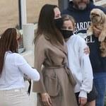 Angelina Jolie w szpitalu. Zdjęcia szczupłej gwiazdy niepokoją