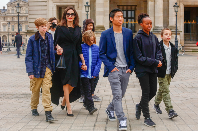 Angelina Jolie z dziećmi /East News
