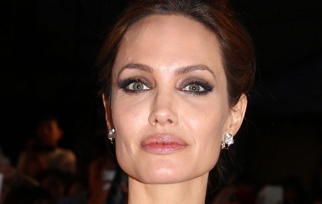 Angelina Jolie /Ken Inshii /Getty Images
