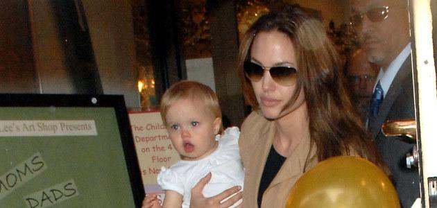 Angelina z córeczką Shiloh na zakupach w Nowym Jorku 16 czerwca, fot. Gustavo Caballero  /Getty Images/Flash Press Media