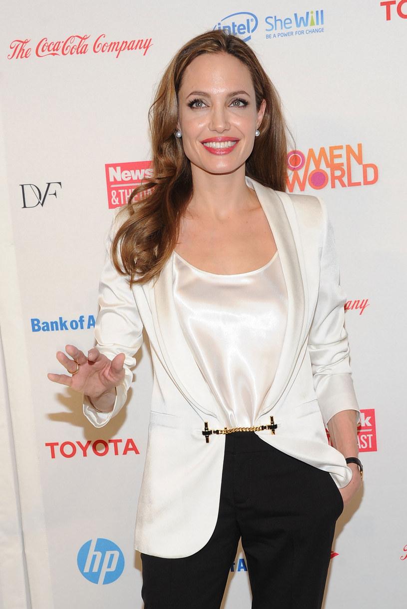 Angelina zbyt wcześnie wstawiął implanty /Getty Images/Flash Press Media