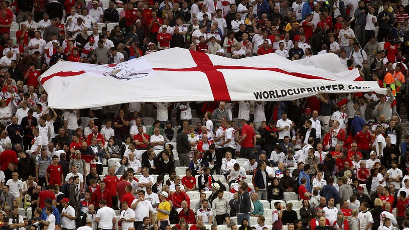 Angielscy kibice na trybunach podczas meczu z Urugwajem /PAP/EPA