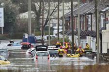 Anglia i Walia zmagają się ze skutkami sztormu Dennis