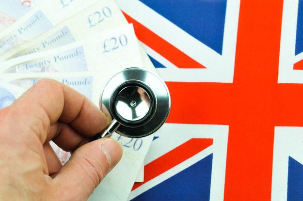 Anglicy chcą nam podkupić setki lekarzy... /123RF/PICSEL