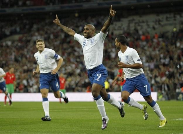 Anglik Jermaine Defoe cieszy się z gola zdobytego w meczu z Bułgarią /AFP