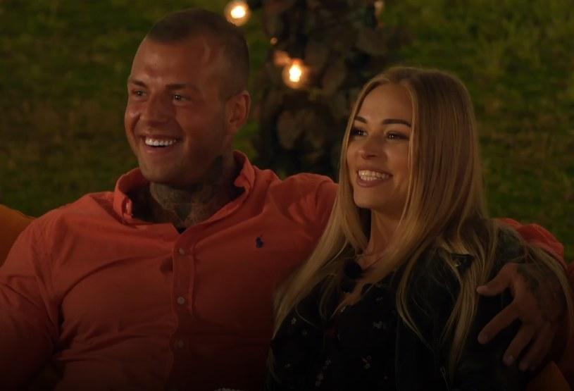 Ania i Czarek podczas oglądania swojej randki na ekranie /Polsat /Polsat