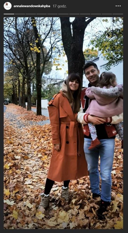 Ania i Robert Lewandowscy na spacerze z Klarą w Monachium /Instagram/@annalewandowskahpba  /Instagram