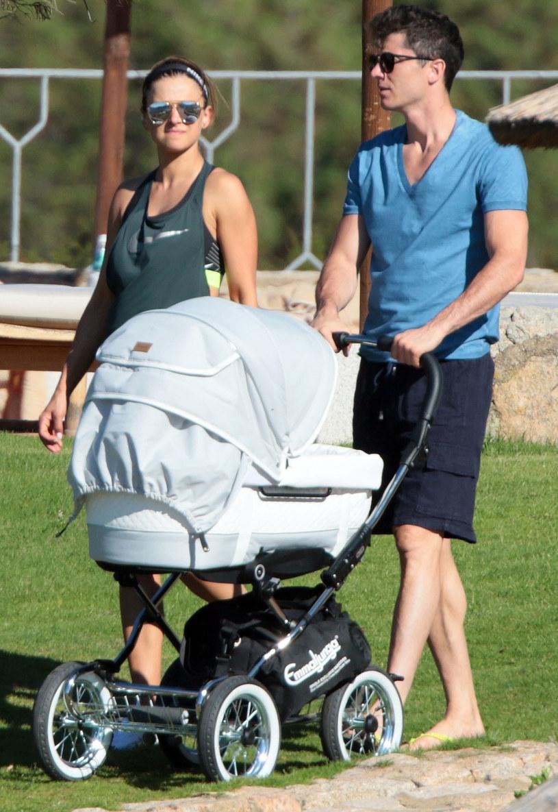 Ania i Robert oszaleli ze szczęścia, gdy na świat przyszła ich córeczka Klara. To jeszcze bardziej wzmocniło ich małżeństwo /East News