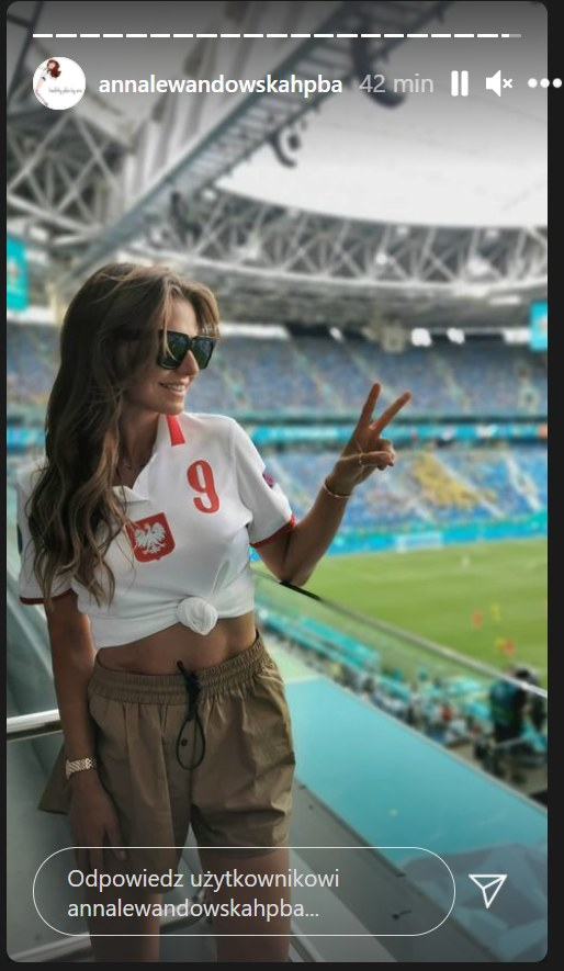 Ania na trybunach podczas meczu Polska-Szwecja/ Zdjęcie pochodzi z https://www.instagram.com/annalewandowskahpba/?hl=pl /Instagram/annalewandowskahpb /Instagram