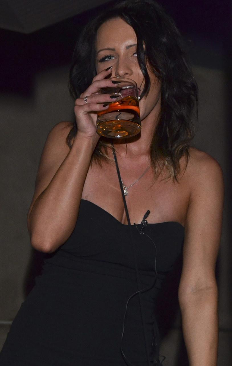 Ania nie stroni od imprez i alkoholu /East News