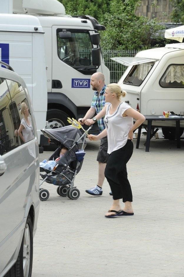 Ania z Pawłem i dzieckiem /- /MWMedia
