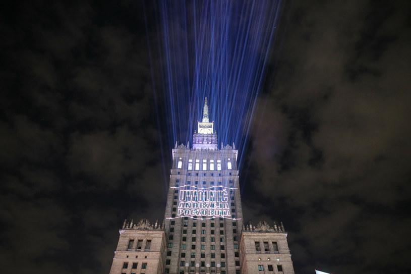 """Animacja """"Uwolnić Andrzeja Poczobuta""""  na Pałacu Kultury i Nauki /Piotr Molecki /East News"""