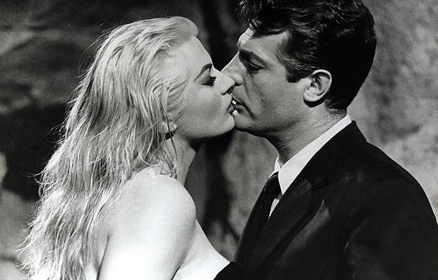 """Anita Ekberg i Marcello Mastroianni w filmie """"Słodkie życie"""" (1960) /AKPA"""