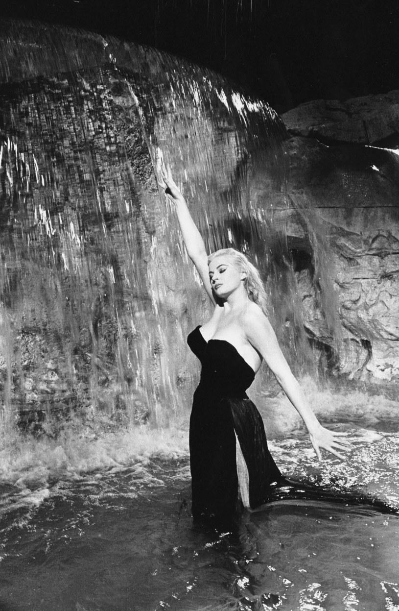 """Anita Ekberg na planie filmu """"Słodkie życie"""" (1960) /John Kobal Foundation  /Getty Images"""