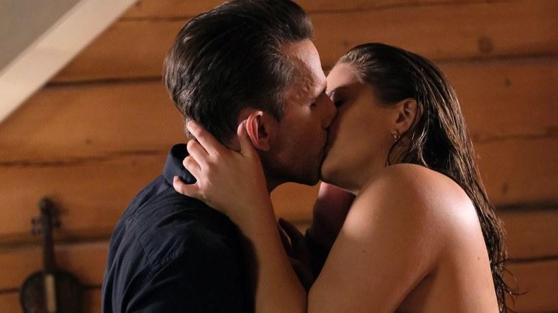 Anita i Kamil w namiętnym pocałunku /www.mjakmilosc.tvp.pl/