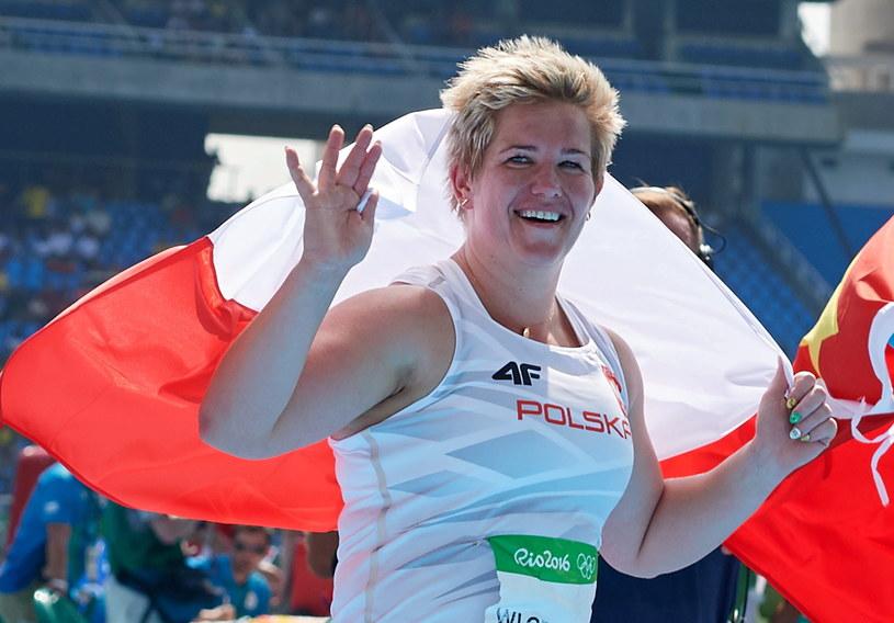Anita Włodarczyk cieszy się ze złota olimpijskiego /PAP/EPA