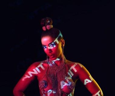 """Anitta: Brazylijska piękność posyła całusy (nowa płyta """"Kisses"""")"""