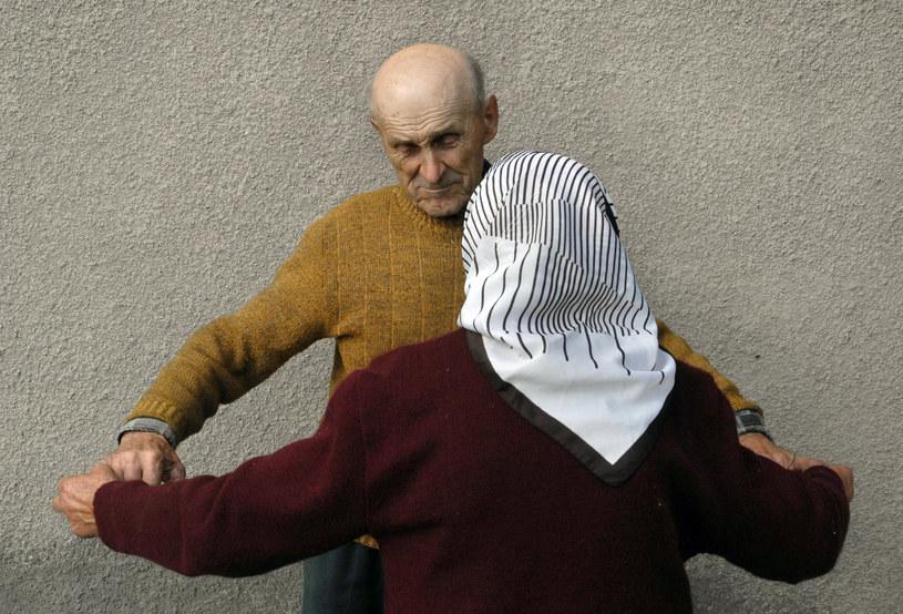 Anna Bondaruk leczy pacjenta, któremu jak mówi przed wielu laty uratowała jego nogi. /Andrzej Sidor /Agencja FORUM