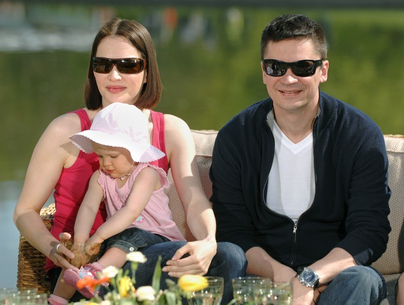 Anna Dereszowska ze swoim partnerem Piotrem Grabowskim i ich córką  /East News