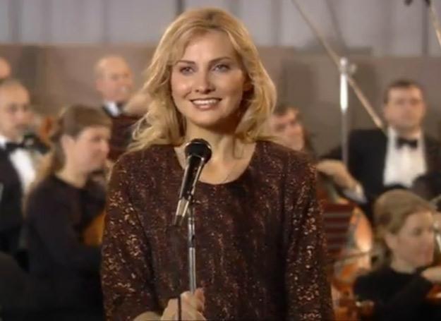Anna German (w tej roli Joanna Moro) straciła przytomność na scenie /TVP1
