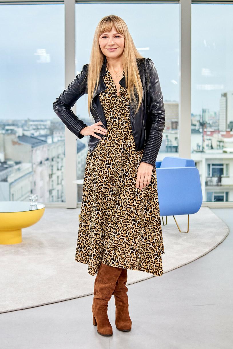 Anna Guzik postanowiła połączyć ramoneskę z długą sukienką /TOMASZ URBANEK/Dzien Dobry TVN/East News /East News
