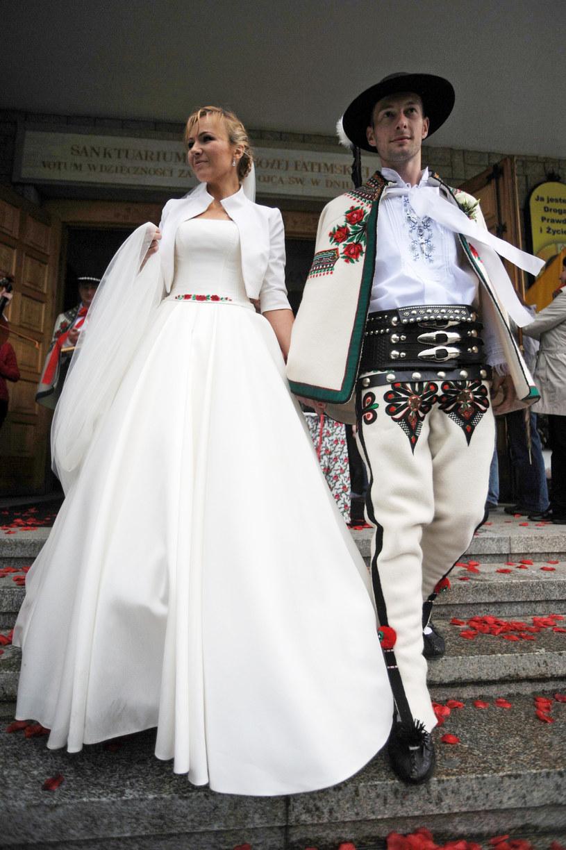 Anna Guzik z mężem w dniu ślubu, 2013 rok /Maciej Gillert /East News