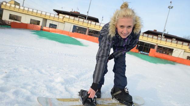 """Anna Gzyra, czyli serialowa Sylwia Okońska z """"M jak miłość"""", planuje zarazić snowboardem swoją córeczkę /Agencja W. Impact"""