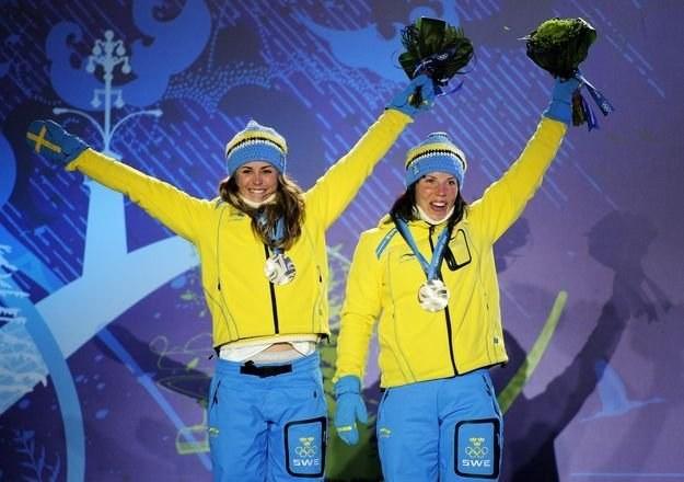 Anna Haag (z lewej) i Charlotte Kalla /AFP
