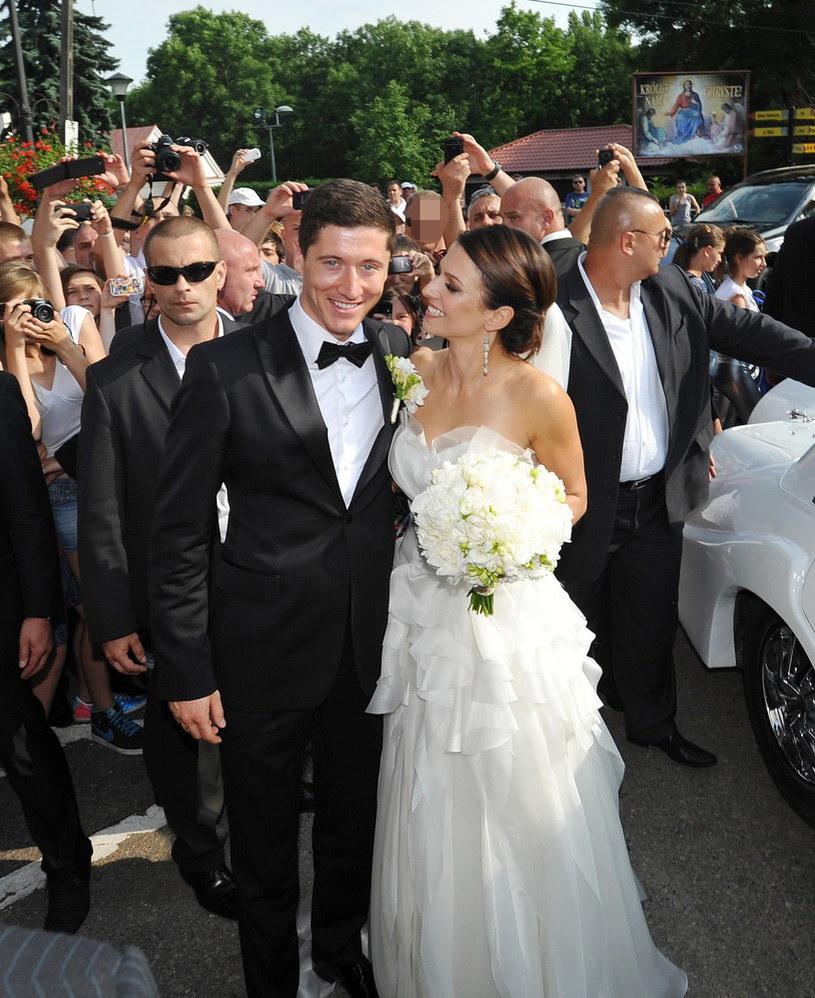 Anna i Robert Lewandowscy w dniu swojego ślubu /East News