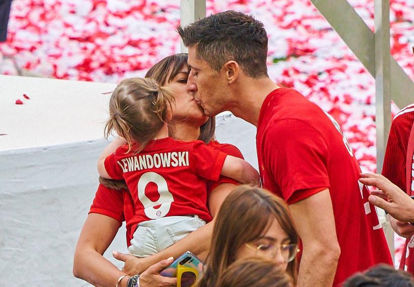Anna i Robert Lewandowscy z córką Klarą /East News