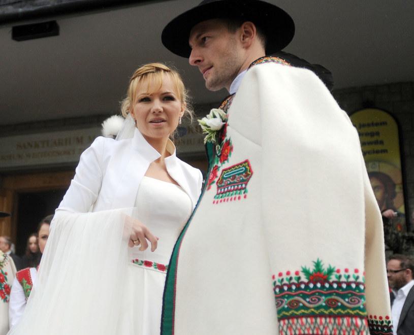 Anna i Wojciech w dniu ślubu /Maciej Gillert /East News